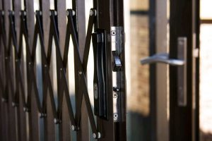 Retractable Security Doors - Multi-interlocking system with 3 protection lips