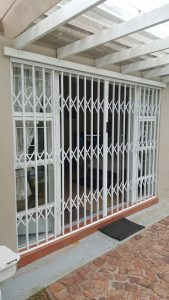 T1 Retractable Trellis Door
